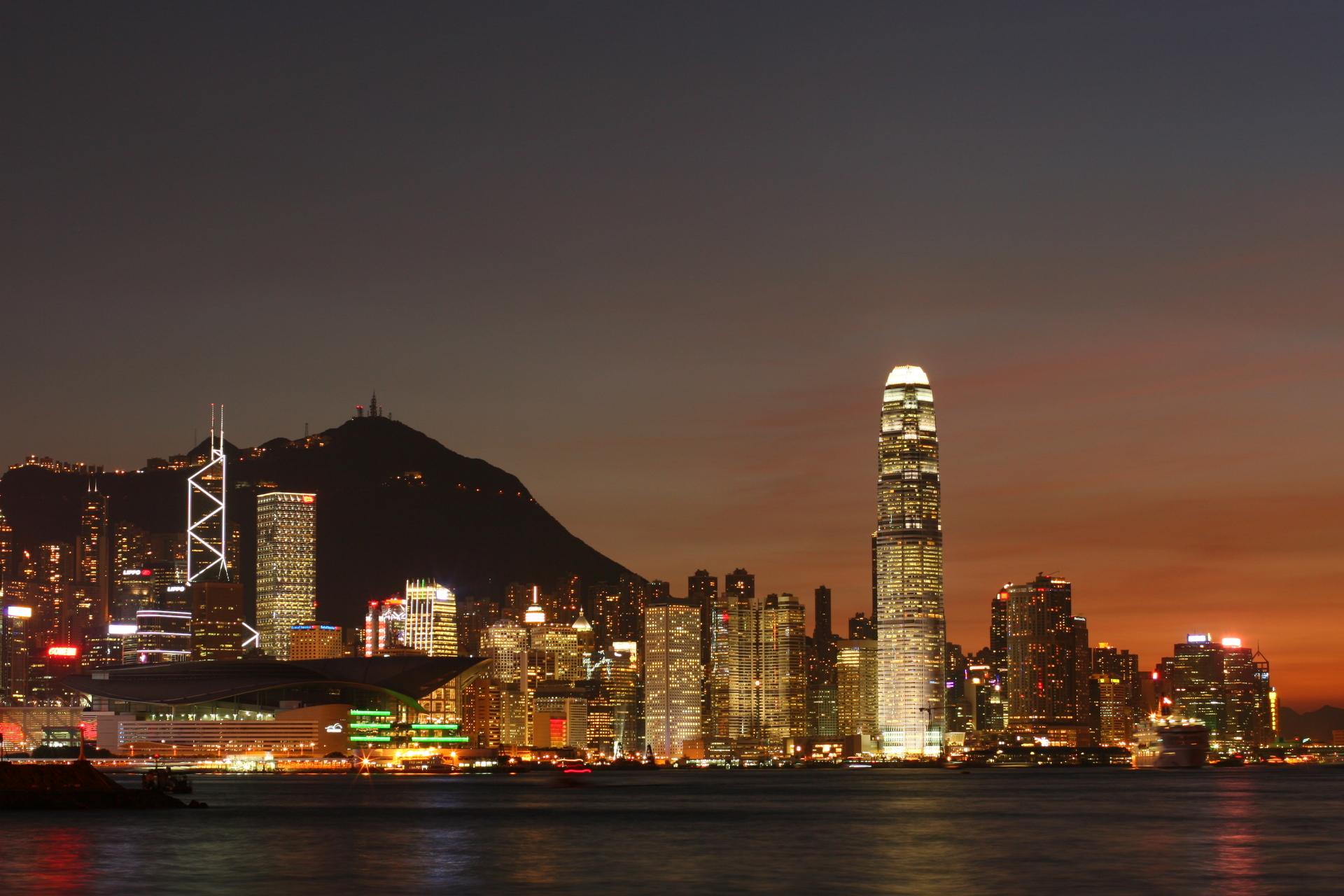 https://www.freeimages.com/photo/hong-kong-night-view-1227688 by Michael Pang - factasia.org pr